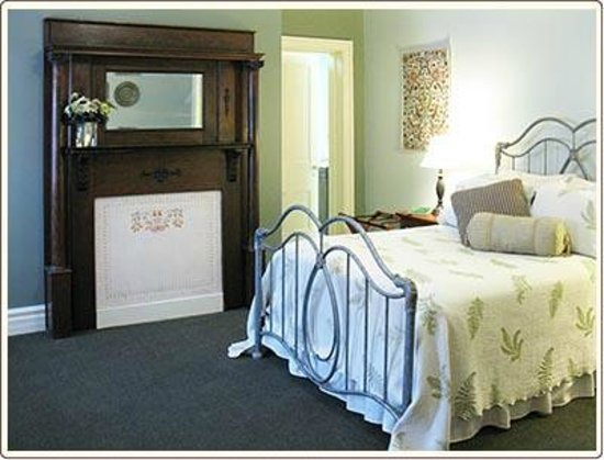 Carlisle House Bed & Breakfast: Anna Woods Suite Full Bedroom