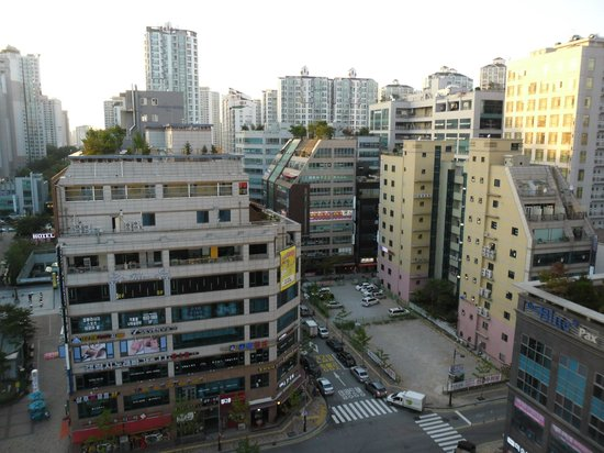 Ramada Hotel Dongtan : View from the room street side