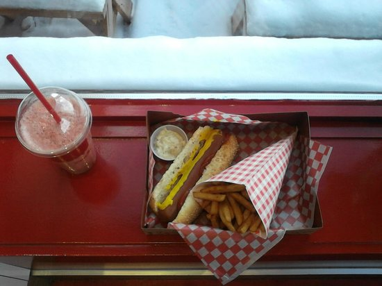 Beaver Tails : The hot-dog combo
