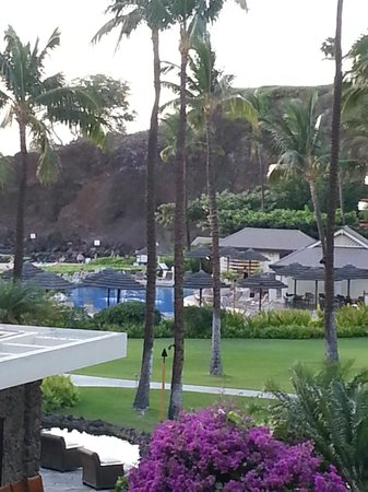 Sheraton Maui Resort & Spa: Pool on left with Black Rock behind