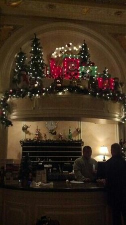 Beresford Arms: front desk at Christmas