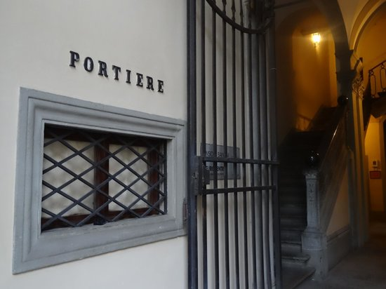Hotel Palazzo Guadagni: Street entry