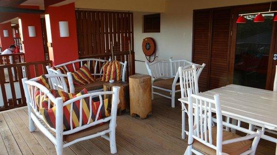 Morena Resort: zeer ruim balkon met bankjes en eettafel