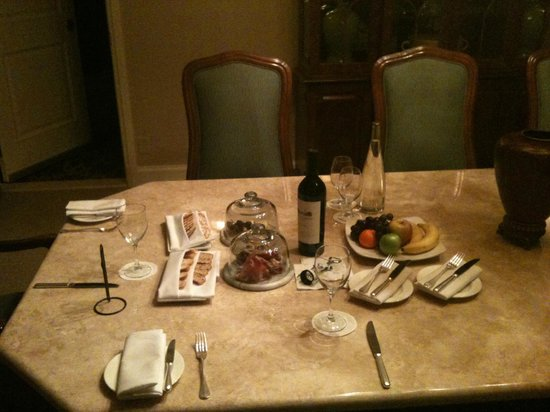 Four Seasons Hotel Las Vegas: Cheese, Bread & Wine