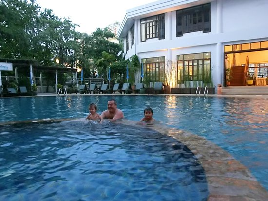 Areca Lodge: The small pool