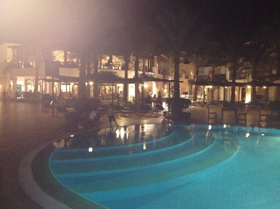 Jaz Dahabeya: Pool at night