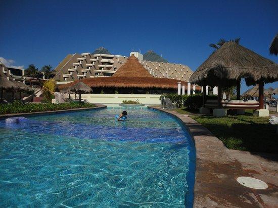 Paradisus Cancun: Pool area