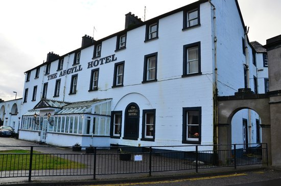 The Inveraray Inn: Front - Our windows are the 2 on the top right