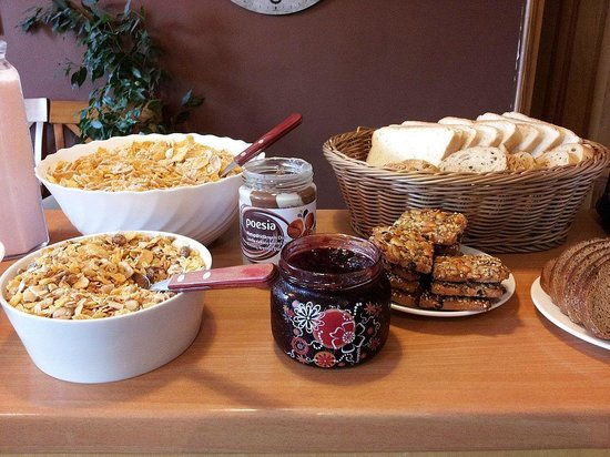 Katrina Hotel: Breakfast cereals & breads