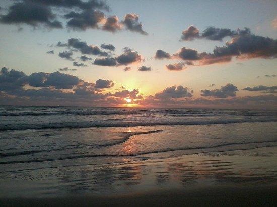 Famous Shores Motel: Daytona Beach Shores around 7 a.m