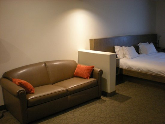 Holiday Inn Express Hotel & Suites Hollywood Hotel Walk of Fame: living area