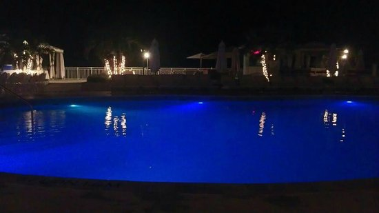 Beaches Ocho Rios Resort & Golf Club: POOL AT NIGHT BEAUTIFUL