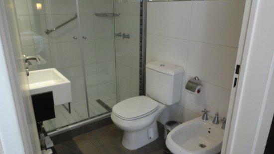Fertilia Downtown Apartamentos: Das Bad