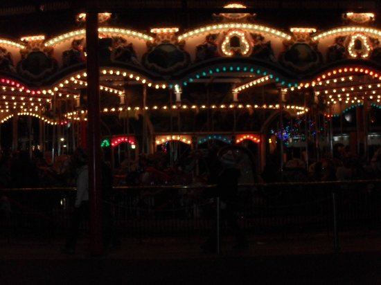 Hersheypark: The Carousel at night