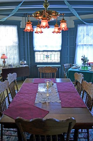 Main Street Manor Bed & Breakfast Inn: Dining room
