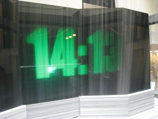 Presidente InterContinental Guadalajara : Lobby wall clock