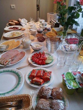 Livonija : Eggs made freshly for you as you enter dining room