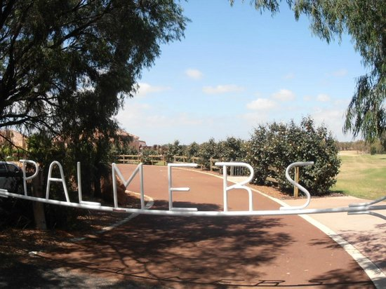Ramada Resort Dunsborough: Palmers winery main gate entrance