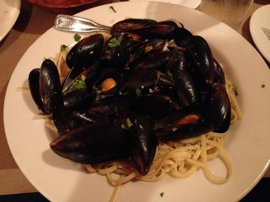 Mario's : mussels linguine