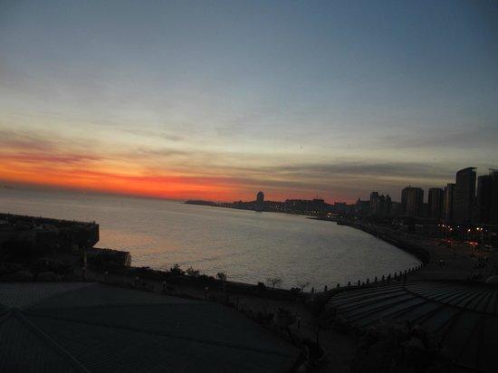 Golden Gulf Hotel : Hotel et la vue dans le matin