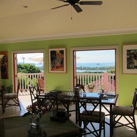 The Villas at Sunset Lane: The dining area - although we usually ate on the deck