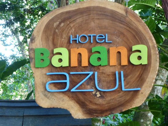 Hotel Banana Azul: Entrance sign from the front road and beach area