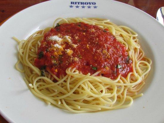 Ritrovo: Espaguete ao sugo