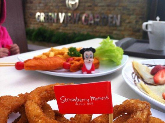 Strawberry Moment Dessert Cafe : Green View Garden