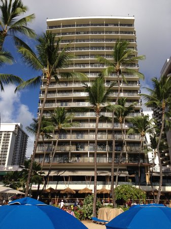 Outrigger Waikiki Beach Resort: Close to the beach