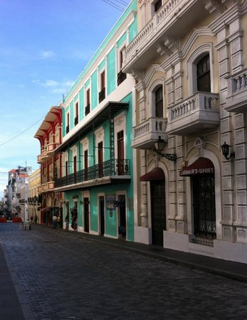 Hotel Plaza De Armas: typical Old San Juan streetscape