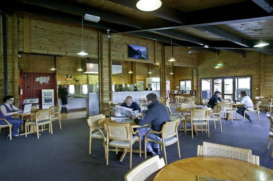 Te Anau Kiwi Holiday Park: Communal Kitchen / Dining