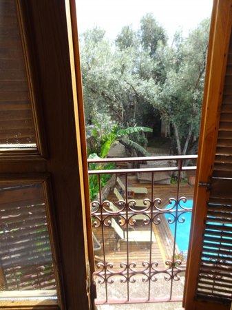 جايد ريزيدانس: Our balcony