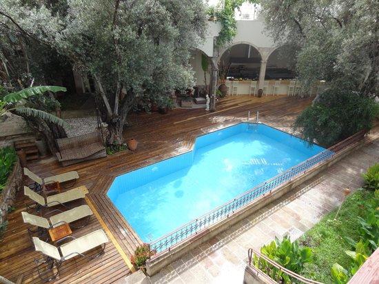جايد ريزيدانس: The pool, after the rain