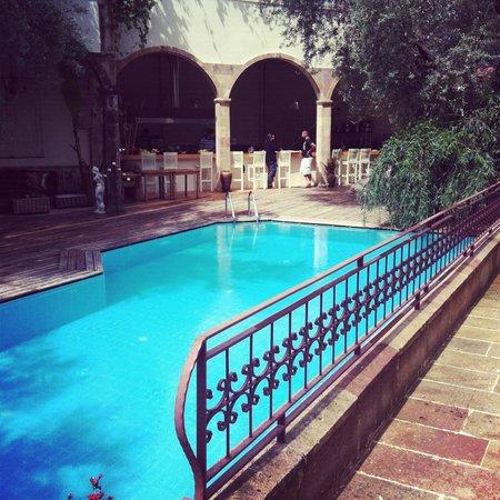 جايد ريزيدانس: The pool