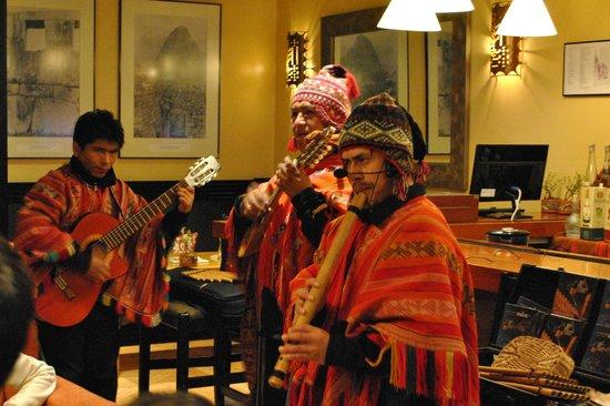 Belmond Sanctuary Lodge: Evening entertainment