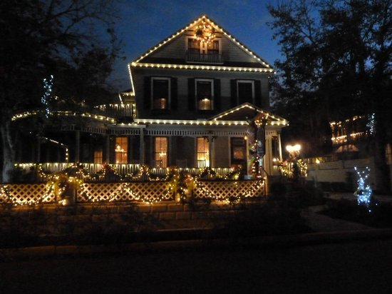 The Cedar House Inn: the front of the Inn all decorated for the holidays!