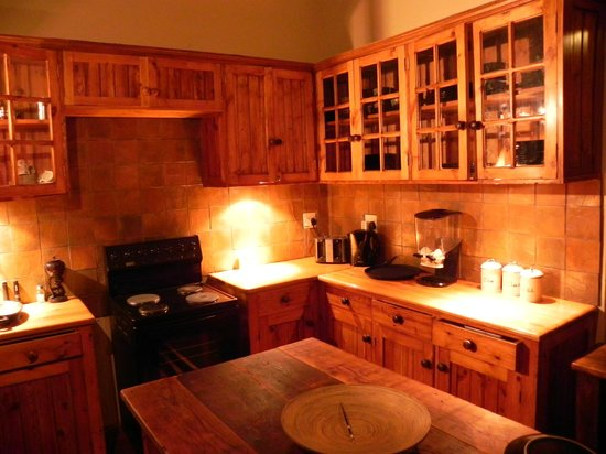 Addo Bush Palace Private Reserve: Main lodge kitchen