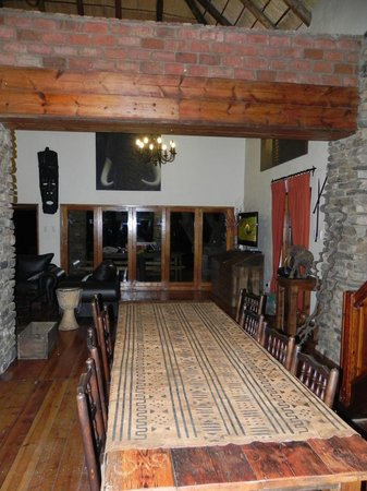 Addo Bush Palace Private Reserve: Main lodge dining room