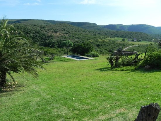 Addo Bush Palace Private Reserve: Looking down valley