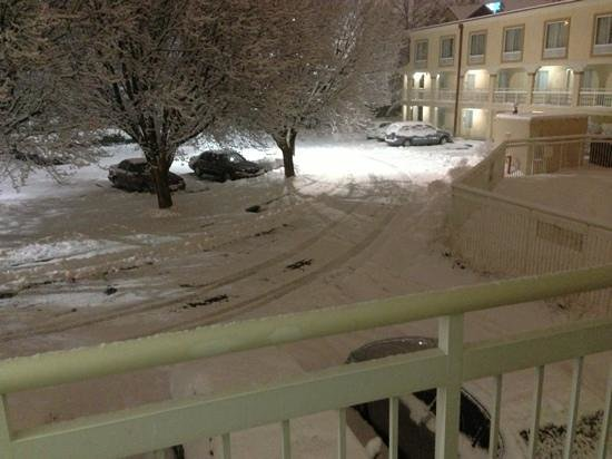 Motel 6 Indianapolis North East: it was snowing here..
