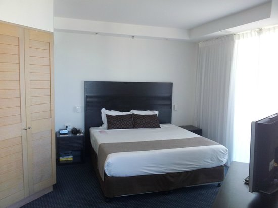 Crowne Plaza Surfers Paradise: Superior King room 1707