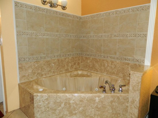 Manor Inn College Station: Jacuzzi Tub