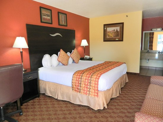 Manor Inn College Station: 1 King Bed