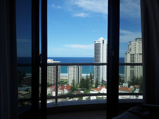 Crowne Plaza Surfers Paradise: The view from the bed - doesn't get much better than that!