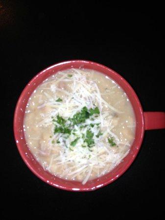 Mamma Susanna's Ristorante Italiano: Special White Bean Soup!