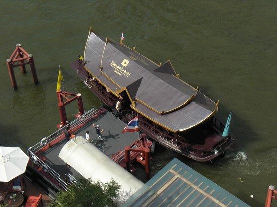 Shangri-La Hotel,Bangkok: NEXT2そばから発着のシャトルボート 