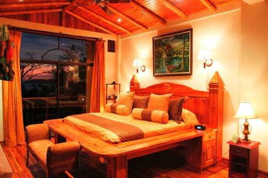 Hotel San Bada: Suite Mogote King size bed ocean sunset view