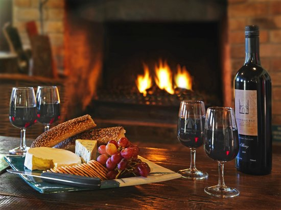 Cedar Creek Cottages & Wine: Relax with a cheese platter and bottle of Stonehurst red in front of the fire