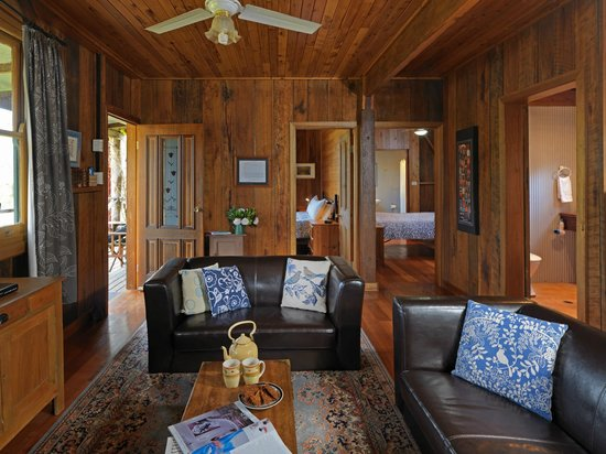 Cedar Creek Cottages & Wine: Shadforth's Cottage with all the comforts of home