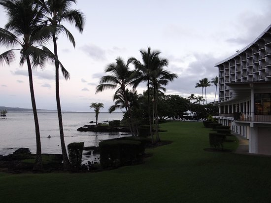 Castle Hilo Hawaiian Hotel: view from 106
